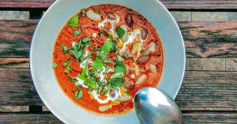 Rajčatová polévka s fazolemi