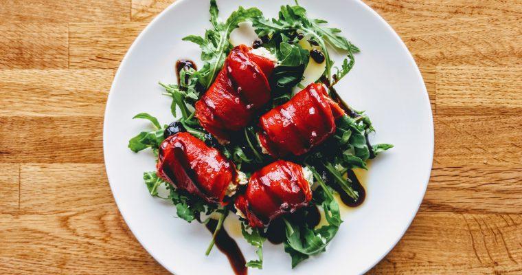 Salát z plněných pečených paprik
