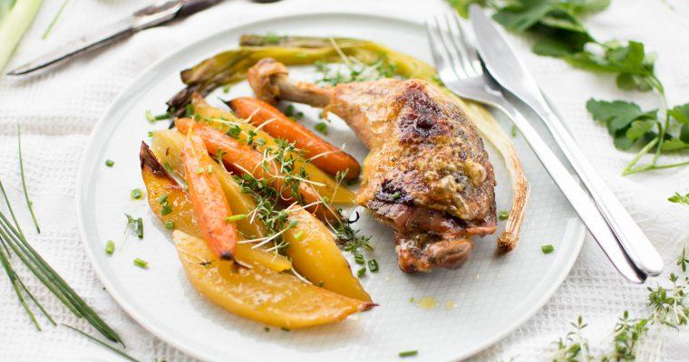 Pečená kuřecí stehna se zeleninou a bylinkami